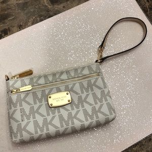 Michael Kors Signature Jet Set Large Wristlet